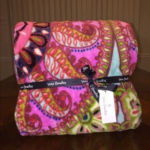 NWT Vera Bradley Throw Blanket Resort Medallion